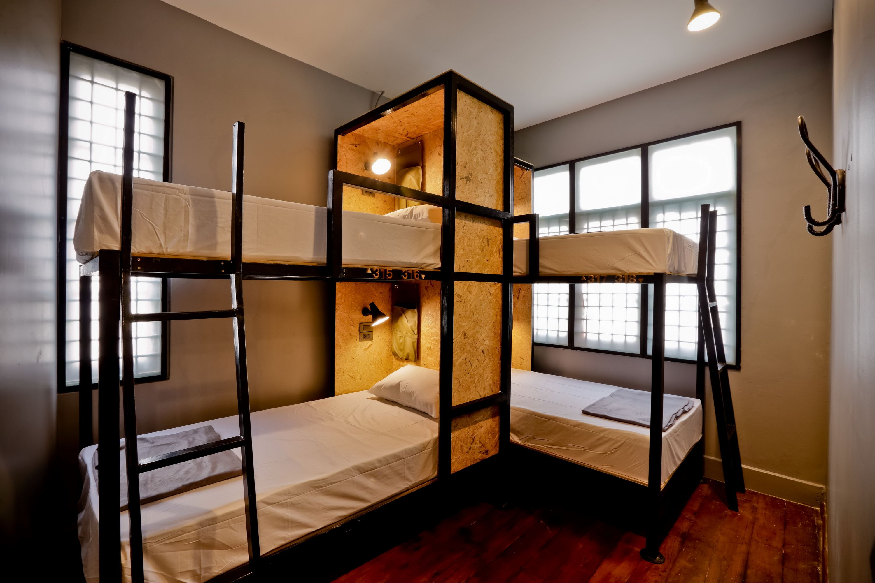4 Thb 1 600 Room Or 450 Person 2 Bunk Beds